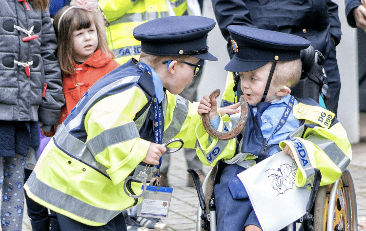 garda friends little blue heroes